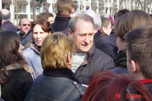 Un maire dans la foule